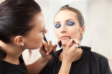 at home makeup business picture 18