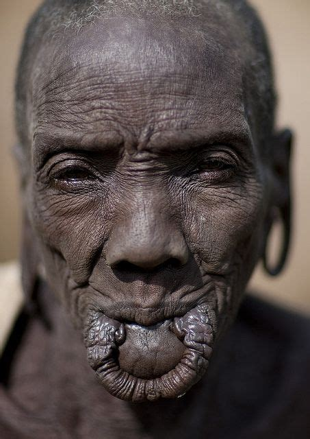 african tribe who use discs in their lips picture 8