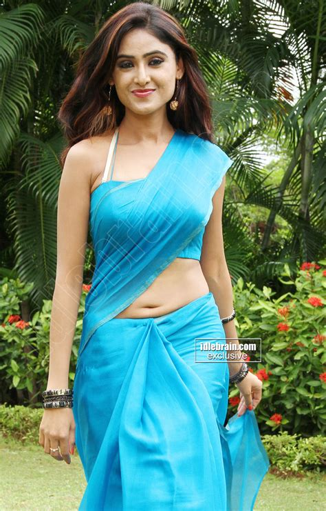 deep cleavage bra side view actress saree picture 9