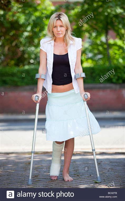 women crutching picture 6