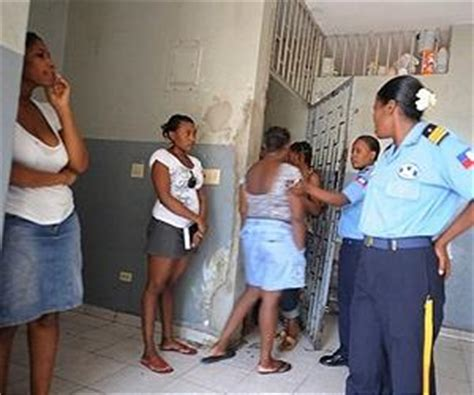 female guards male inmates picture 15