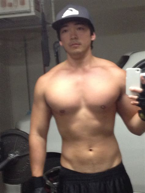 asian muscles guy picture 6