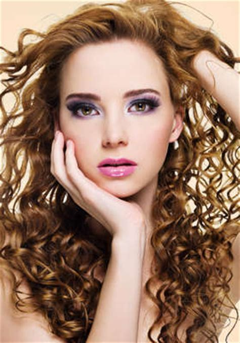 a salon who deals with curly hair picture 8