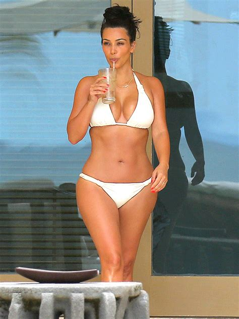 celebrity with stretch mark picture 5