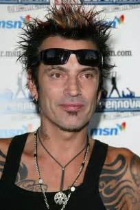 what is on tommy lee's tooth picture 6