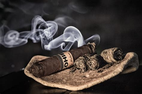 how to smoke a cigar picture 5