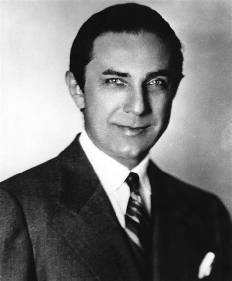 bela lugosi showing his h com picture 7