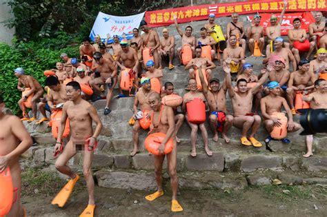 women men flashing street festables picture 5