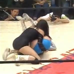 women leg wrestling picture 15