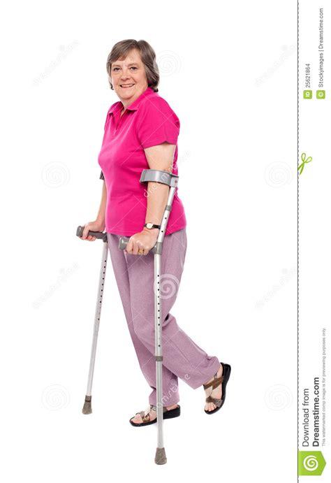 women crutches pain leg picture 3