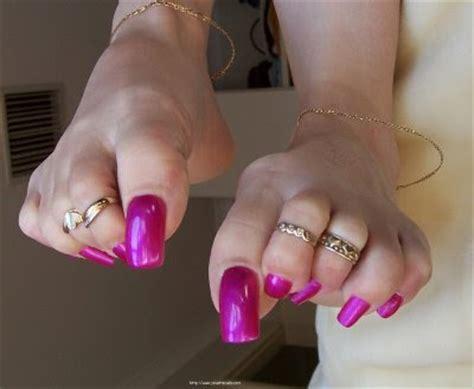 woman long toenail picture 17