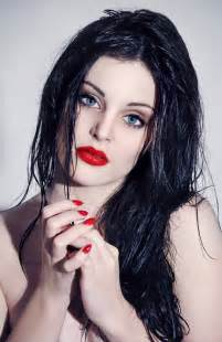 black hair that complement pale skin picture 3