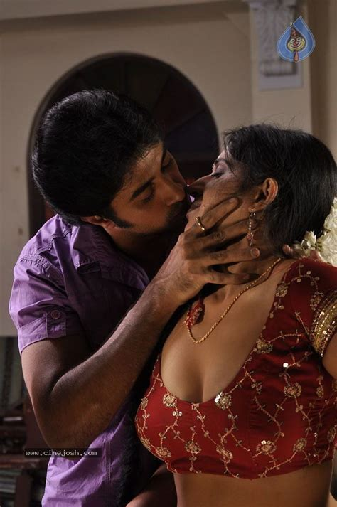 desi saree aunty smoking picture 1