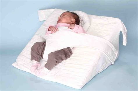 can babies sleep with a pillow picture 5
