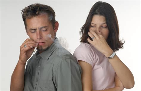 does pipe tobacco stink like cigarette smoke picture 2