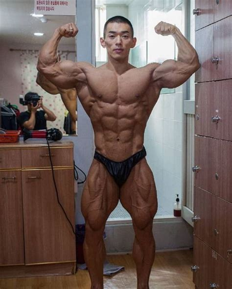 japanese muscle worship picture 3
