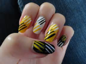 toothe whitening pens on yellow nails picture 13