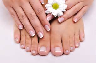 can touching toenails with fungus cause your fingernails picture 2