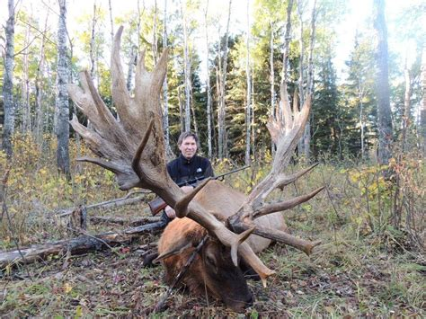world's largest deer antlers picture 10