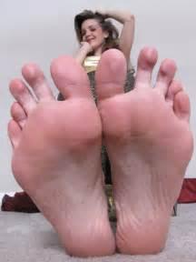 2 woman big soles comparison picture 3