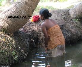 desi women bath on ganga picture 10