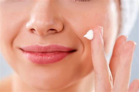 can you use derma roller on your lips picture 6