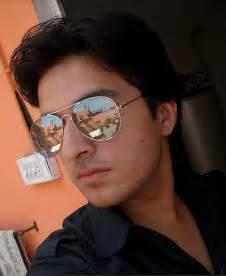 boy loking boy in karachi picture 2