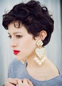 best hairstyle for short wavy hair picture 5