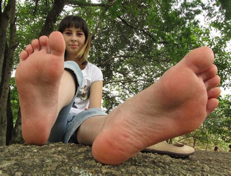 welcome to i love long toes picture 3