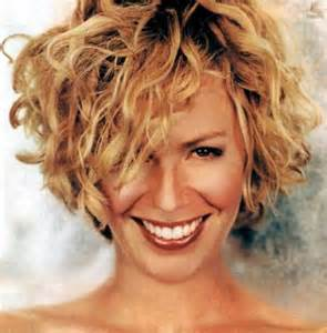 best hairstyle for short wavy hair picture 7
