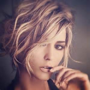 best hairstyle for short wavy hair picture 10