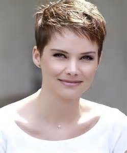short hair cuts women picture 10