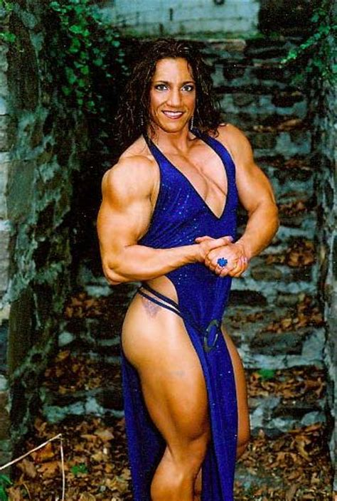 female bodybuilder for muscle posing sessions picture 2