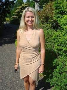 mom and s on having hot sex in picture 10