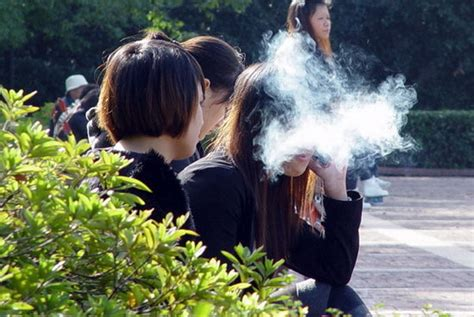 women want to smoke in public picture 8