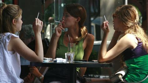 women want to smoke in public picture 1