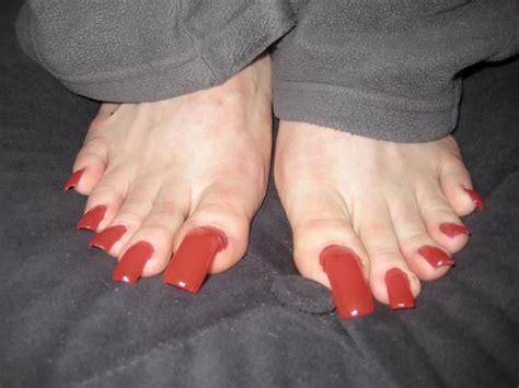 woman long toenail picture 2