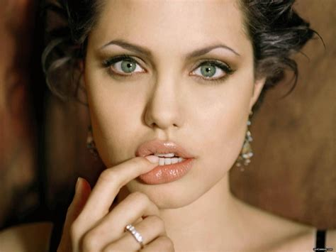 angelina joli lips are they real picture 7