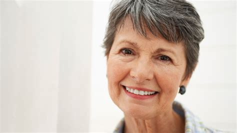 woman's face gradually aging picture 9