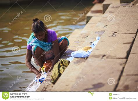 indian women washing cloth picture 7