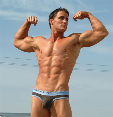 bodybuilder bulge picture 6