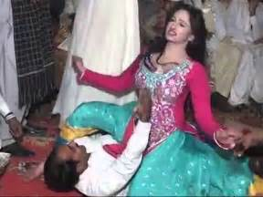 paki desi hot y mujra picture 1