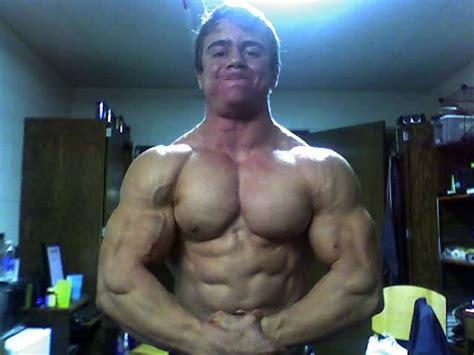 muscle men jerk eachother picture 1