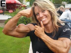 beautiful female bodybuilders flexing biceps picture 3