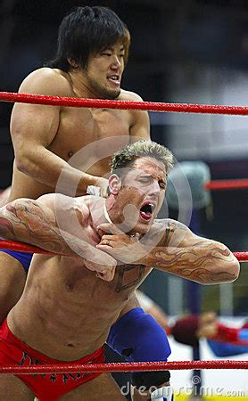 wrestling male pain picture 2