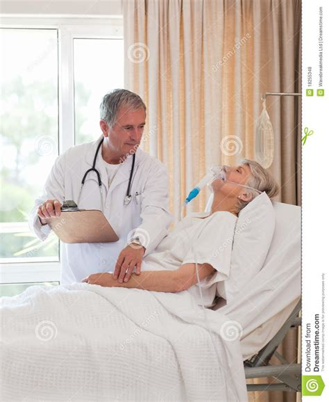 doctor examining his patient picture 10