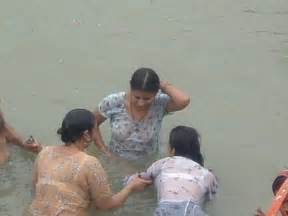 desi aunty outdoor bath mms picture 5