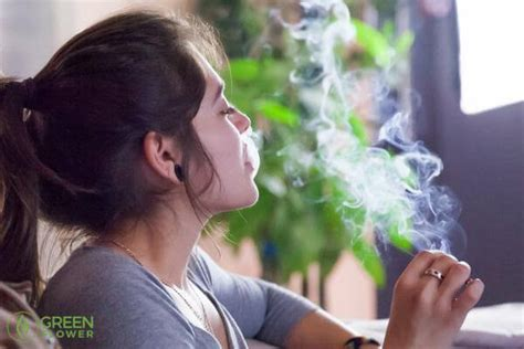 women who like to smoke y picture 2