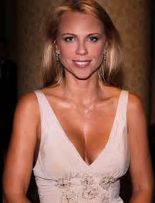 lara logan breast size picture 7