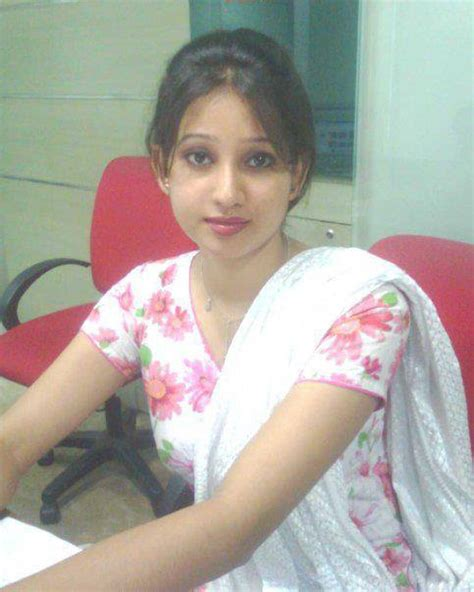 wet desi girls body visible under pic picture 7